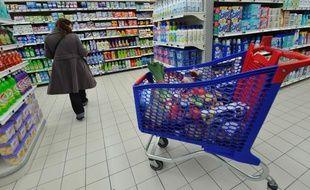 Illustration d'une consommatrice en train de faire ses courses.