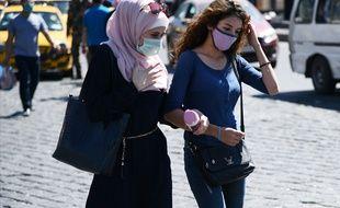 Des femmes portant un masque (image d'illustration).