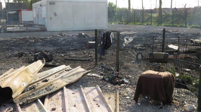 Un bâtiment hébergeant des sanitaires a également brûlé au camp de Grande-Synthe (Nord) – O. Aballain / 20 Minutes