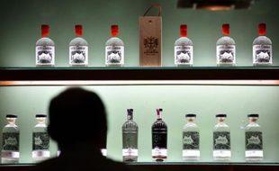 Des bouteilles de gin dans une distillerie à Londres le 16 octobre 2015