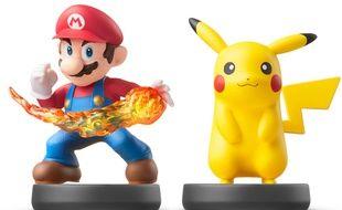 Les Amiibos de Mario et Pikachu.