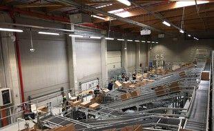 La mise en bac sur le Quai 30, le nouveau site logistique de La Redoute, installé à Wattrelos, dans le Nord.