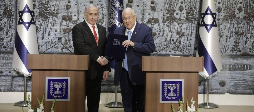 Le président israélien Reuven Rivlin a chargé Benjamin Netanyahou de former un gouvernement.