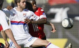 Miralem Pjanic contre Lille au stade Gerland le 11 avril 2010, avec le sponsor betclic sur la manche