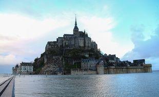 Le Mont-Saint-Michel pris par la marée, le 21 février 2015