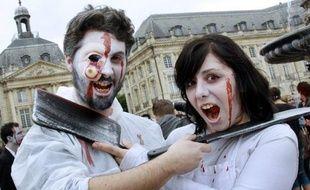 Les déguisements de vampires, zombies, squelettes et fantômes reprennent du service en France où après quelques années d'essoufflement, Halloween, fête païenne d'origine celte importée des Etats-Unis en 1998, semble reprendre du poil de la bête.