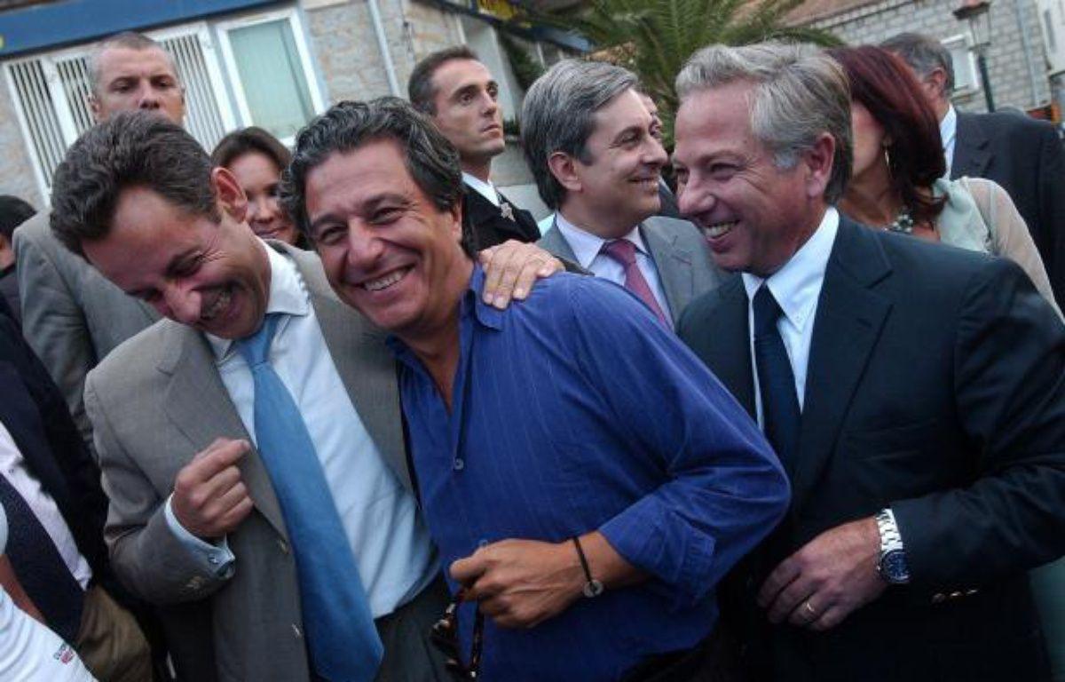 Nicolas Sarkozy, alors ministre de l'Economie, plaisante avec Christian  Clavier et Camille de Rocca Serra, le 11 septembre 2004, à  Porto-Vecchio. Il est venu assister à l'avant-première de «l'Enquête  Corse», dans lequel joue Clavier. – OLIVIER LABAN-MATTEI / AFP