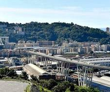 A Gênes, l'effondrement du pont sème l'horreur