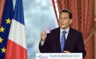 """Le secrétaire d'Etat au développement à l'Economie numérique, Eric Besson, a présenté lundi les grandes lignes du plan """"France Numérique 2012"""", qui compte 154 mesures et constitue, selon lui, l'""""une des réponses à la crise"""" actuelle."""