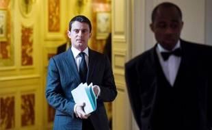 """Plusieurs éditorialistes reprochent lundi à Manuel Valls un jugement """"caricatural"""" sur les manifestations de dimanche et invitent le gouvernement """"au dialogue""""."""