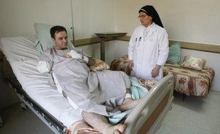 La France a envoyé lundi matin un avion médicalisé pour aller chercher 36 chrétiens blessés lors de l'attaque de la cathédrale syriaque de Bagdad par un commando d'Al-Qaïda le 31 octobre, a indiqué le ministère des Affaires étrangères.