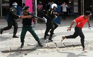 Une femme a été tuée mardi au Cambodge lors d'une manifestation d'ouvriers du textile fournissant de grandes marques internationales qui a été réprimée à balles réelles par la police, ont dénoncé des ONG.