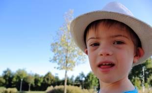 Baptiste, 3 ans et demi, scolarisé depuis la rentrée, n'a pas d'auxiliaire de vie scolaire, comme cela était prévu.