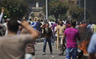 La majorité des dirigeants arabes ont appuyé tacitement le coup de force sanglant contre les Frères musulmans en Egypte y voyant un coup d'arrêt à la menace que représente la confrérie pour leur pouvoir, estiment des experts.