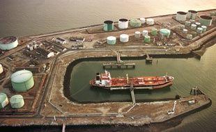 Environ 40% des importations françaises de pétrole passent par le port du Havre.