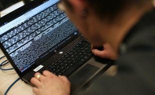 """Trois banques grecques étaient lundi sous la menace """"sérieuse"""" d'une cyberattaque revendiquée par un groupe de pirates se faisant appeler """"Armada collective"""""""