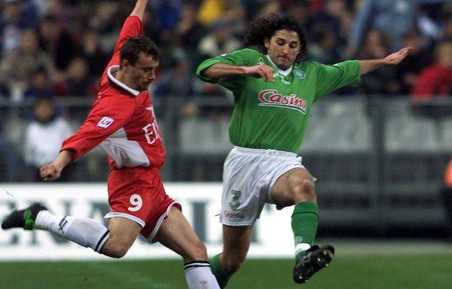 Patrick Guillou (à d.) lors d'un Red Star-Saint-Étienne au Stade de France, en mars 1999.