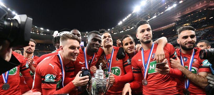 Les joueurs rennais célèbrent la victoire en Coupe de France, le 27 avril, au Stade de France.