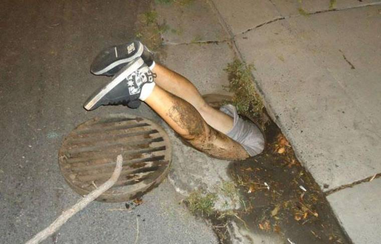 Coincé dans un égout