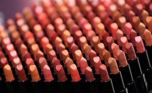 L'entreprise japonaise Shiseido a annoncé vendredi qu'elle cessait de tester ses cosmétiques sur les animaux, au moment où l'Union européenne s'apprête à interdire les produits fabriqués avec de tels essais.