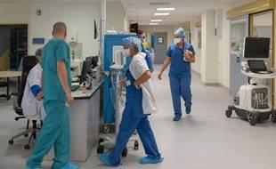 Plus de 2.700 malades du Covid-19 étaient hospitalisés en réanimation lundi 26 octobre
