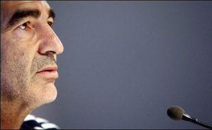 """L'UEFA a envoyé un fax à la Fédération française de football pour demander officiellement des explications après les propos de Raymond Domenech sur """"un arbitre acheté"""" en Espoirs en 1999, a confirmé l'UEFA, après une information parue mardi dans L'Equipe."""