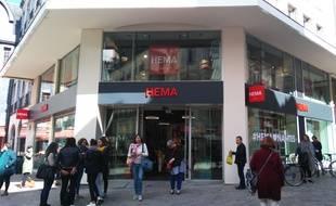 nantes gros succ s pour l 39 ouverture de la boutique hema. Black Bedroom Furniture Sets. Home Design Ideas