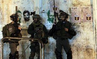 Des gardes-frontières israéliens participent à l'opération de recherche des trois jeunes disparus en Cisjordanie, le 22 juin 2014 à Ramallah