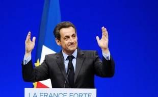 """Nicolas Sarkozy a dénoncé jeudi à Toulon le projet de François Hollande et affirmé que ce n'est pas le moment pour la France """"de tenter des expériences folles"""", mais au contraire """"d'être responsable"""", à trois jours du second tour de l'élection présidentielle."""