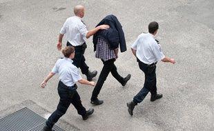 """Le 2 octobre 2012, Jeremy Forrest, 30 ans, professeur de mathématiques  britannique, comparaît devant la Cour d'appel de Bordeaux en vue de son  extradition vers la Grande Bretagne, après son interpellation à Bordeaux  pour """"enlèvement d'enfant""""."""