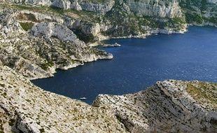 Vue partielle d'une calanque près de Marseille en 2003