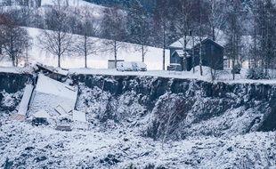 A Gjerdrum, à 25 km au nord-est d'Oslo, la terre s'est affaissée tôt le 30 décembre, entraînant avec elle une dizaine de maisons et 31 logements, et causant l'évacuation d'un millier de personnes.