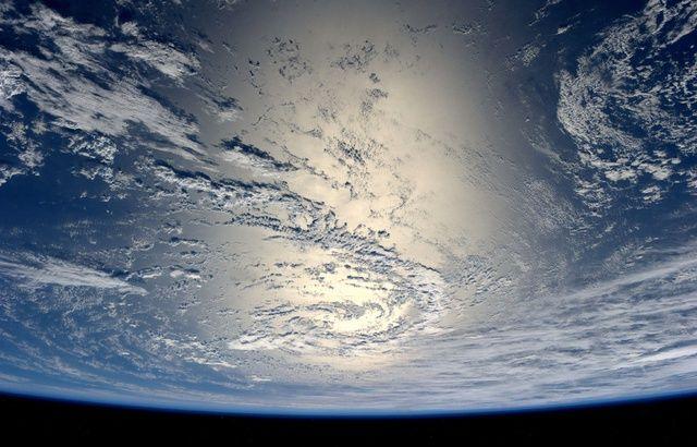 L'HUMANITÉ CONTRE LE VIVANT ? ET LE CAPITAL ? 640x410_terre-vue-espace