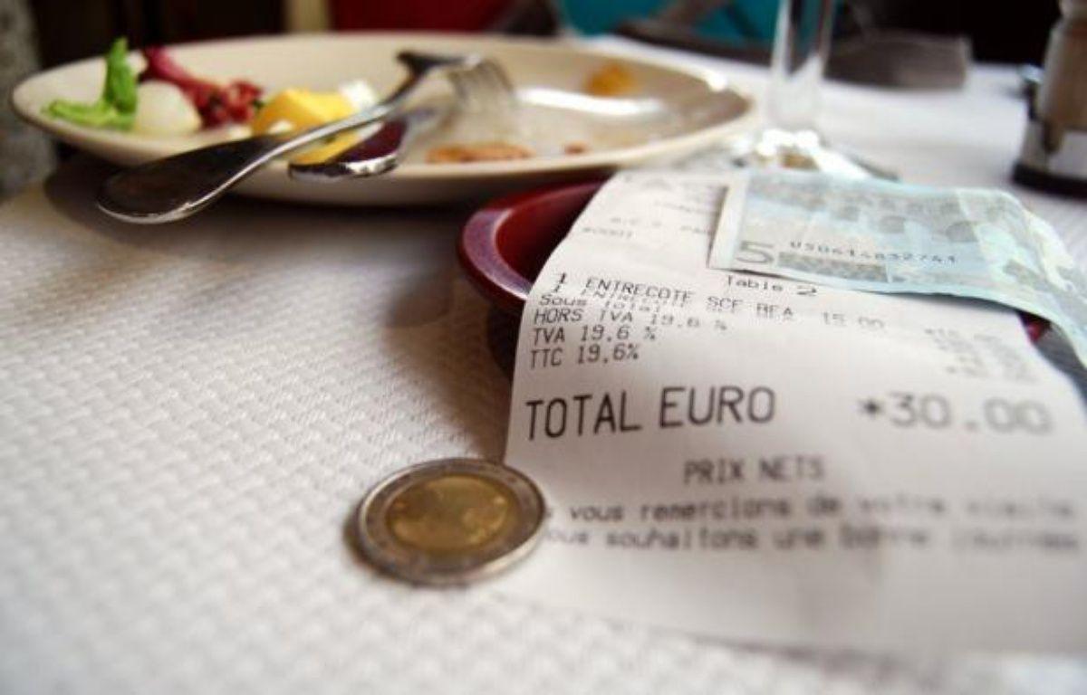 Les travaux dans les logements pour les particuliers, la restauration et les services à domicile seraient visés. Les deux premières mesures rapporteraient 1,5 milliard d'euros avec une TVA à 7% et 3 milliards d'euros avec une taxe à 9%. – Caroline Ventezou afp.com