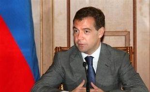 Le président Medvedev a signé le plan en six points négocié par la France en vue de cesser les combats avec la Géorgie.
