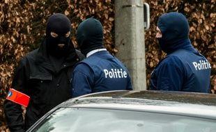 """Une opération policière en lien avec Reda Kriket, un homme inculpé en France pour un projet d'attentat """"imminent"""", est en cours le 31 mars 2016 à Courtrai, en Belgique"""