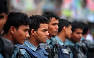 """Le Bangladesh était en grande partie paralysé mercredi par une grève de deux jours lancée à l'appel de l'opposition pour dénoncer le """"massacre en masse"""" d'islamistes lors de la dispersion par la police d'une manifestation visant à réclamer une nouvelle loi antiblasphème."""