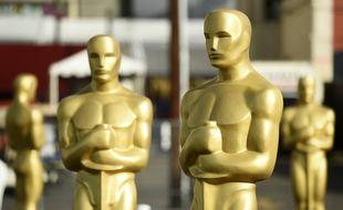 Reproductions des statuettes des Oscars disposées sur Hollywood Bouvelard, à Los Angeles, en amont de la 92e cérémonie