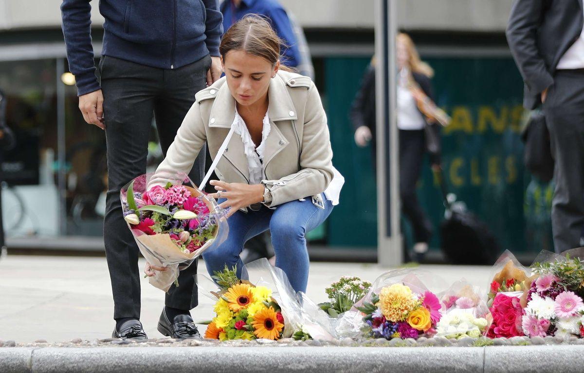 Après l'attentat de Londres, Les travailleurs et résidents londoniens déposent des fleurs lundi 5 juin près du lieu des attaques.  – Tolga Akmen/LNP/Shutter/SIPA