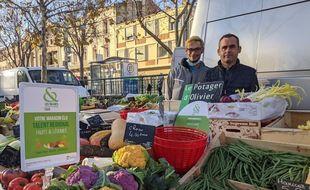 Olivier Ceyte sur le marché de Salon-de-Provence en décembre 2020