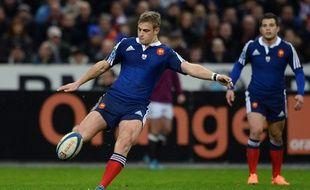 Le demi d'ouverture du XV de France Jules Plisson lors du match entre la France et l'Angleterre le 1er février 2014.