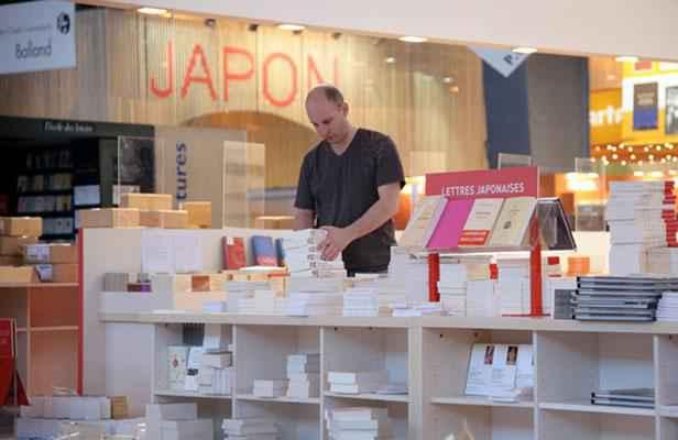 salon du livre mais comment lisent les japonais. Black Bedroom Furniture Sets. Home Design Ideas