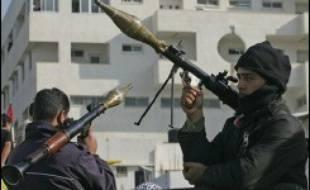Un nouveau cessez-le-feu entre groupes palestiniens rivaux semblait se consolider jeudi après des violences partisanes meurtrières à Gaza, où des centaines de Palestiniens ont manifesté contre l'insécurité
