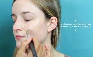 Un correcteur permet d'effacer les rougeurs et les petites imperfections.