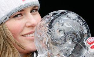 La skieuse américaine Lindsey Vonn, victorieuse de la descente de Are, le 11 mars 2009 avec le globe de cristal du classement général de la coupe du monde.