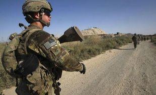 Des soldats de l'armée américaine patrouillent dans le village de Chariagen, dans la province de Kandahar, en Afghanistan, le 22 juin 2011.