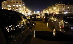 Rassemblement de taxis le 28 janvier 2016 Porte Maillot à Paris