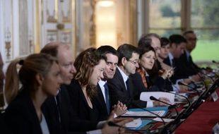 Le premier ministre s'adresse aux principaux représentants de groupes Internet et des réseaux sociaux sur la lutte contre le terrorisme, le 3 décembre 2015 à Paris