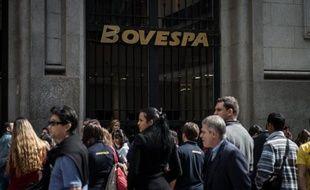 Les mesures annoncées par le Brésil pour se protéger de la crise internationale en encourageant la consommation ne suffiront pas à relancer la croissance et l'industrie, selon des experts pour qui le principal problème du pays reste son manque de compétitivité.