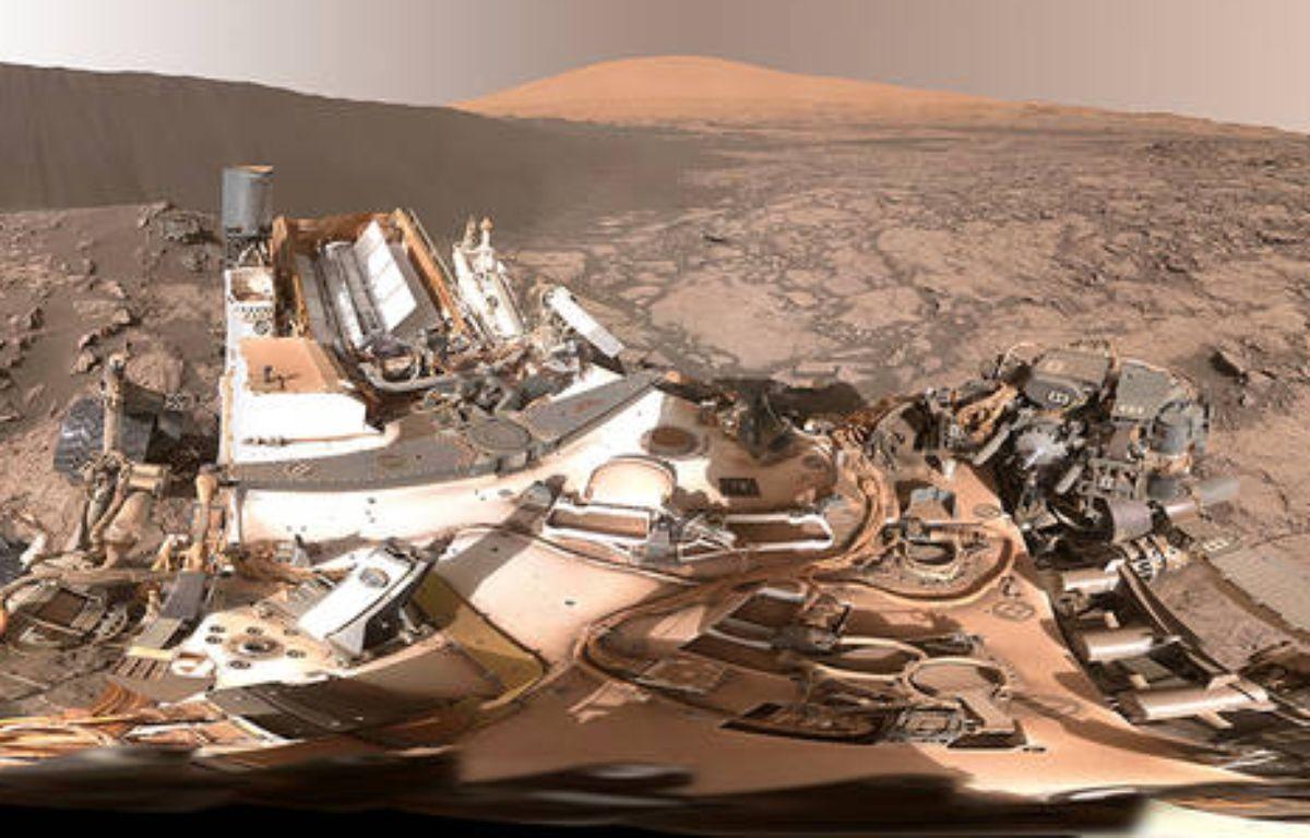 Panorama circulaire autour de la dune Namib. En arrière-plan, le mont Sharp. – Capture d'écran / NASA.